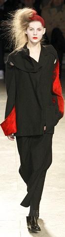yohji-yamamoto-fall-fashion-2009-024_runway