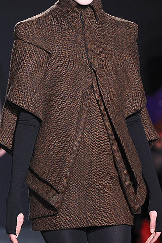 bruno-pieters-fall-fashion-2009-040_runway